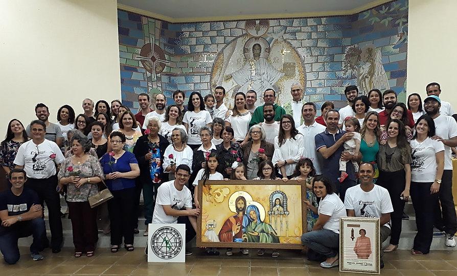 Foto da missa de 35 anos da APOV e dos vínculos da Fraternidade Pequena Via, em 5 de agosto de 2017.