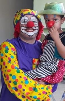 Tiago e criança, no Carnaval de 2020, na APOV.