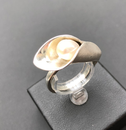 Fine Silver Calla Lily ring with Freshwater Pearl
