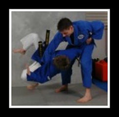 Modern and classical jujitsu training. Throws, locks, grappling, submissions, knofe and arnis.