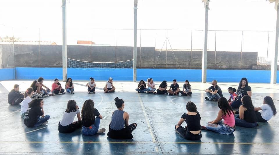 Atividade com os adolescentes do Projeto Ecoar