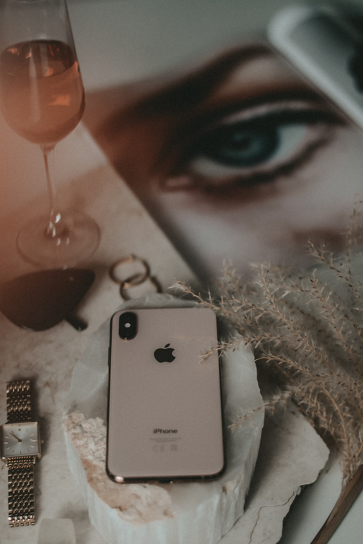 IOMI Ledercases & Smartphone Zubehör