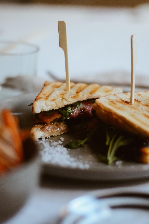 Beef-Sandwich mit Süßkartoffel Fries