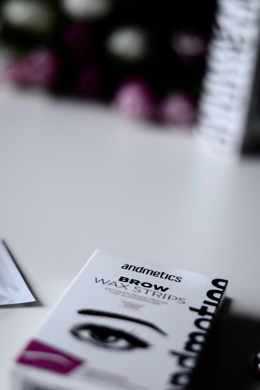 Andmetics brow wax strips