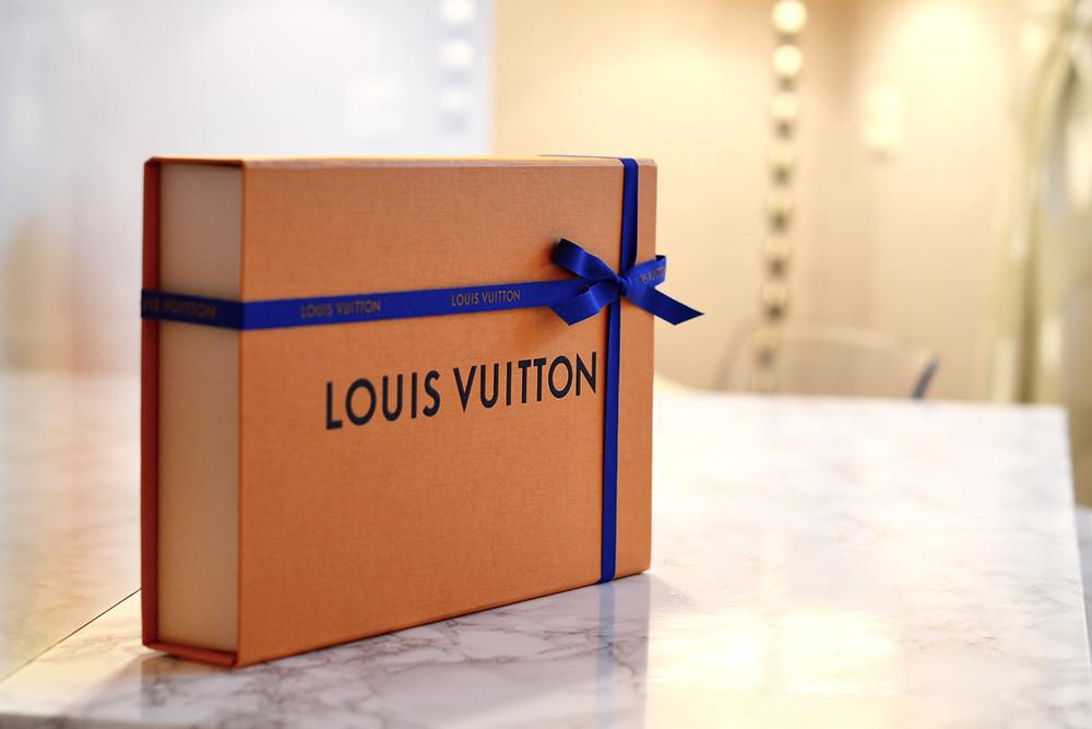Louis Vuitton Favorite MM Monogram Canvas