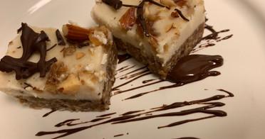 """Raw Vegan Salted Caramel """"Cheesecake"""" Bites"""