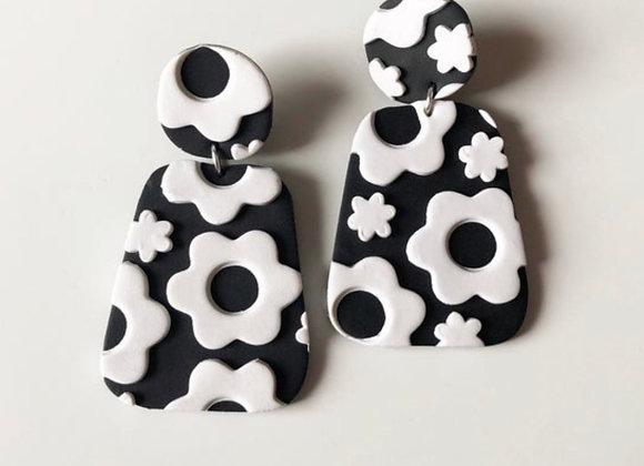 Mod black+white flower power earrings