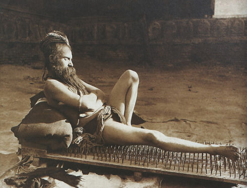 Fakir_on_bed_of_nails_Benares_India_1907