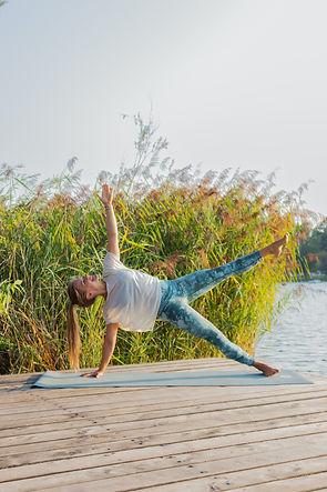Cora Sommer_Yoga_AlteDonau_Copyright_Katja Horninger (21).JPG