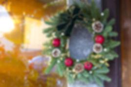 christmas-wreath-3716947_1920.jpg