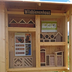 Wildbienenhaus_edited.jpg
