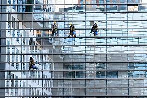 ניקיון חלונות גבוהים בבטחה