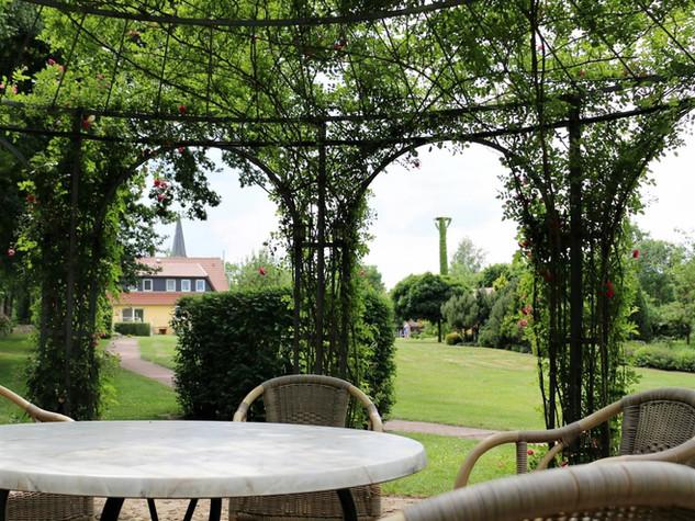 Kleinpark mit Sinnesgarten auf dem MartinsHof Grabow | Wohnen mit Pflege und Betreuung | Komfort-Service-Wohnen und Betreute Ferien im Ferienland Prignitz | Ferien-Wohnparadies für erwachsene Menschen mit Handicap