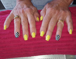 #yellownails this fresh set of yellow na