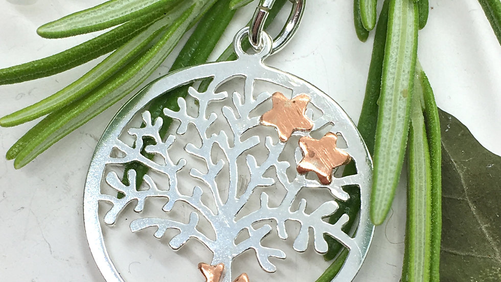 Sitting Fox and Tree of Life Pendant © (E+W)