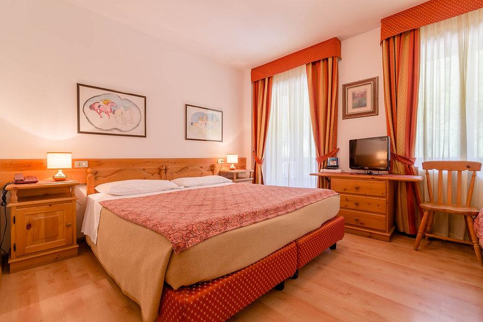 wild-dolomiti-monte-civetta-room.jpg
