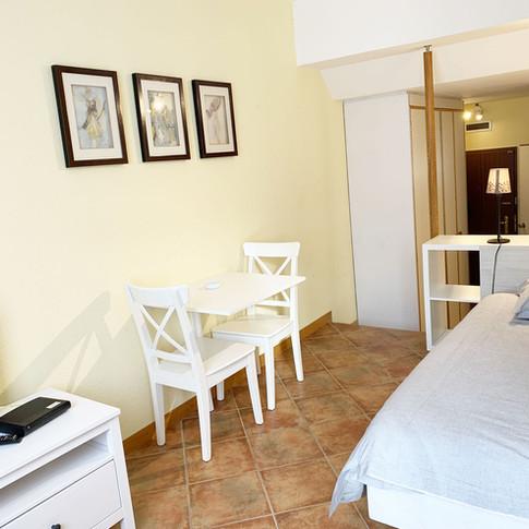 Rossi_bedroom.jpg