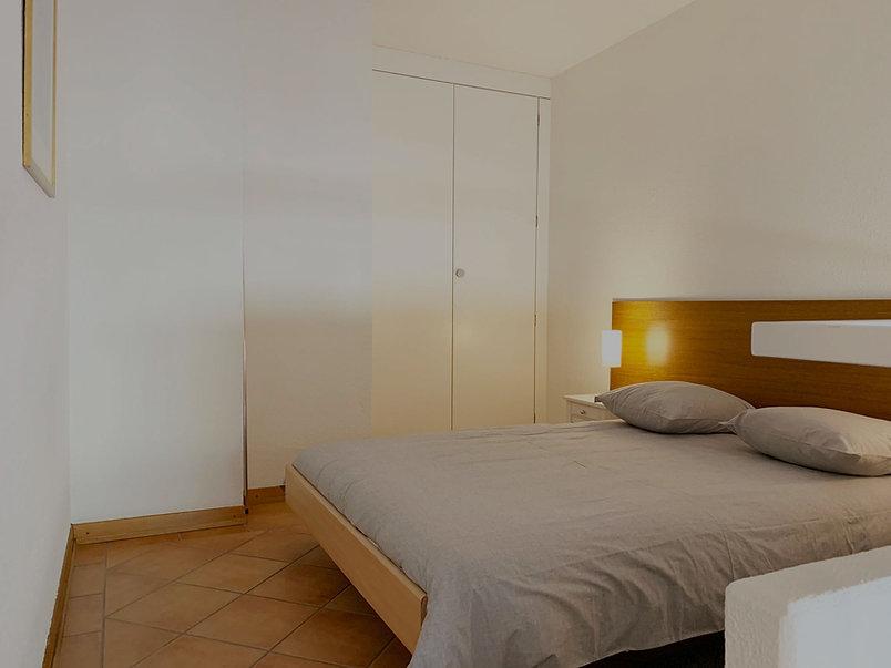 Rossi_bedroomview2_sombre.jpg