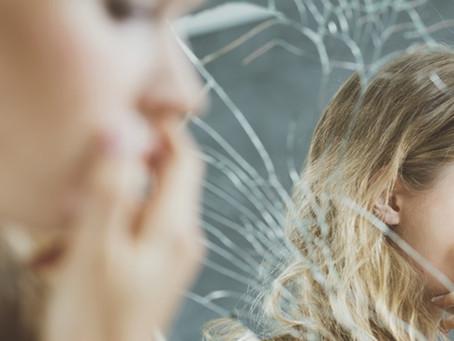 Autoestima baixa na adolescência: por que o problema deve ser tratado com uma prioridade?