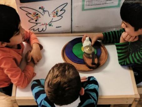 A Mesa Da Paz: Uma Técnica Montessori Para Resolver Conflitos Em Casa