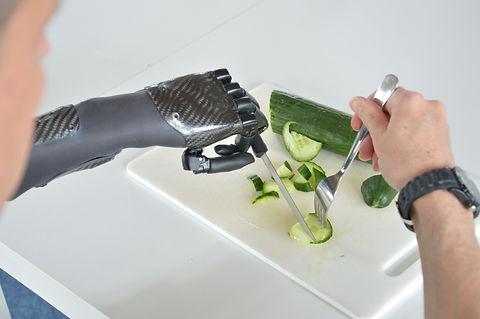 kochen mit Handprothese