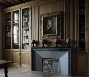 bibliotheque sur mesure réalisée pour le musee Jean de La Fontaine