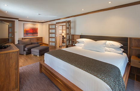 Spacious & modern rooms at the Atlantic Host