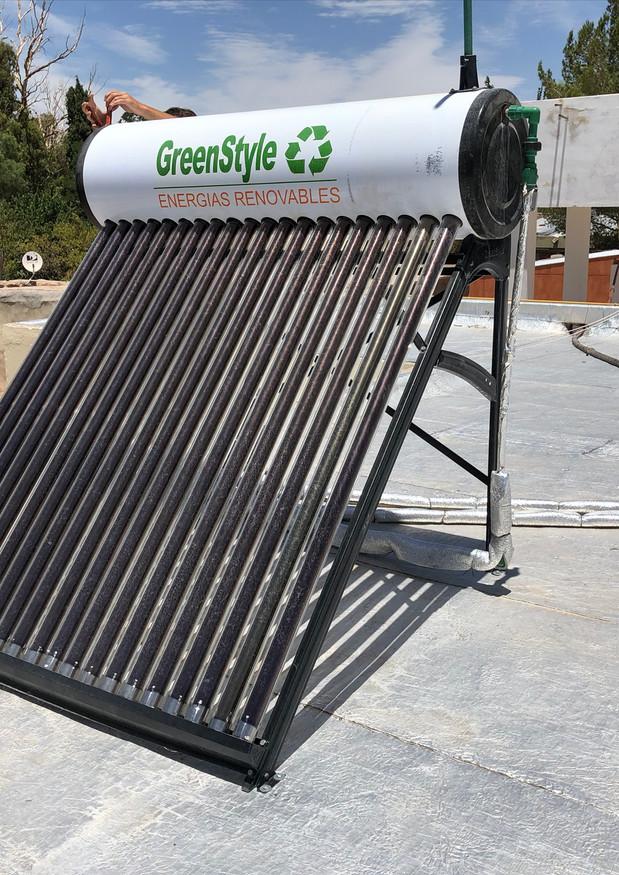 Instalación de termotanques solares en escuelas rurales