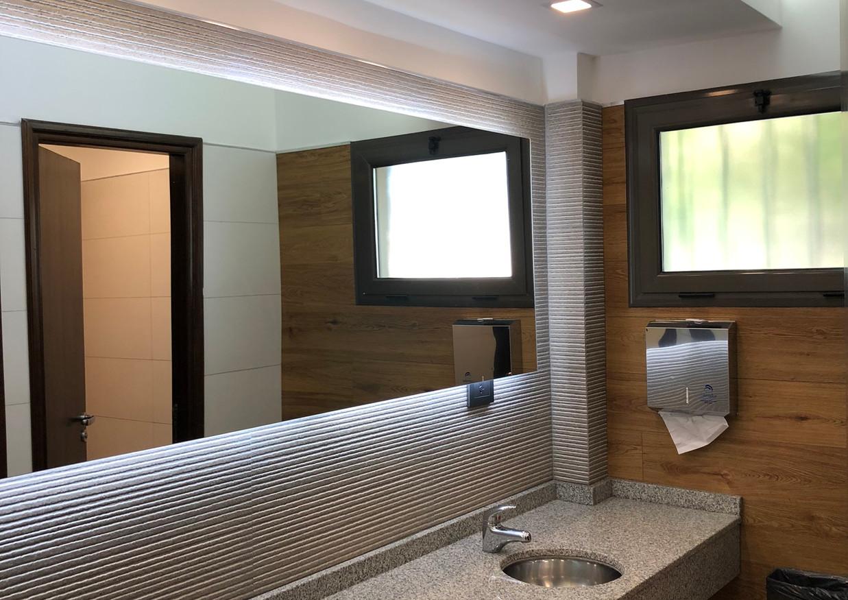 Remodelación de baño de caballeros