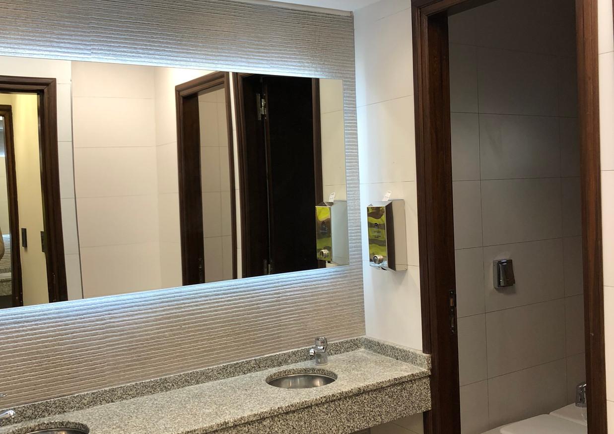 Remodelación de baños de oficinas