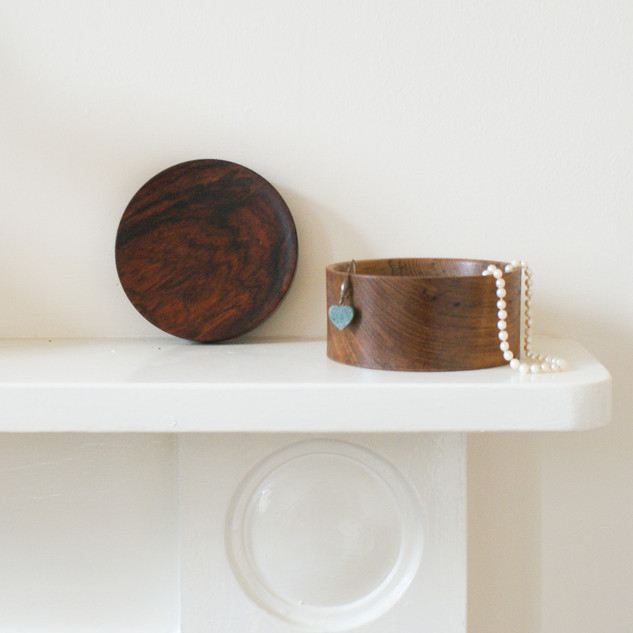 The teak body is perfectly suited for small delicate items.
