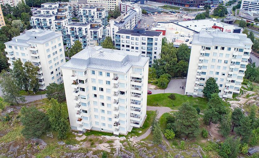 Helsinki, Hiihtäjäntie 4, parvekkeiden uusinnat