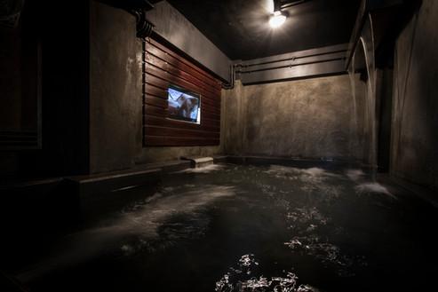 開放式按麼浴池及天花淋浴