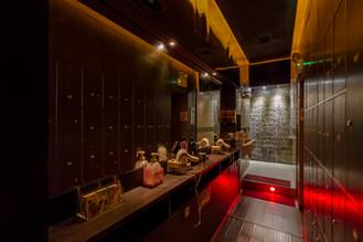 儲物櫃及儀容清理區