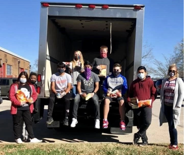 West High participates in the Thanksgiving Drive