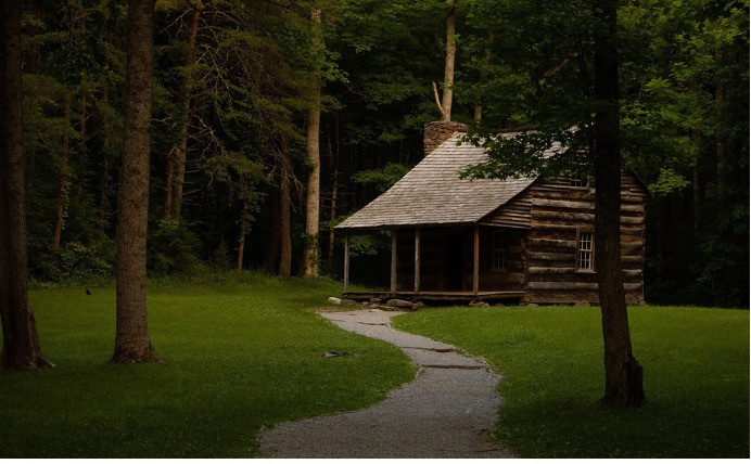 Cades Cove Cabin Image Credits to Micheal Chambers on Unsplash
