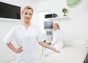 photodune-6129087-gynecologist-gesturing