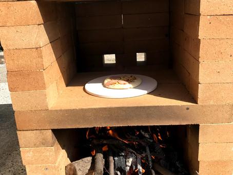 自分でピザ釜で焼いて食べるピザの美味しさ