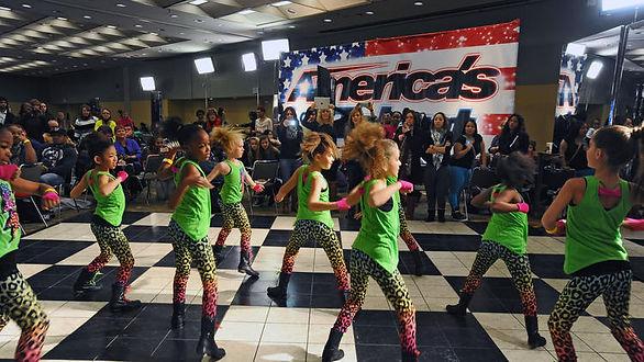 bal-bs-ae-americas-p1-got-talent-auditio