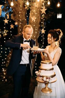 как разрезать свадебный торт