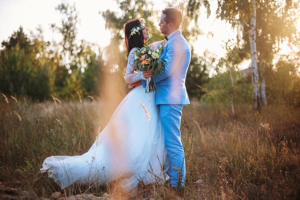 Невеста и жених фото на закате. Свадебный блог свадебного агентства в Киеве MuZa-wedding