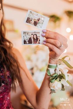 полароидные фото гостей на свадьбе
