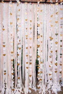 фотозона на свадьбе: сердечки, ленты