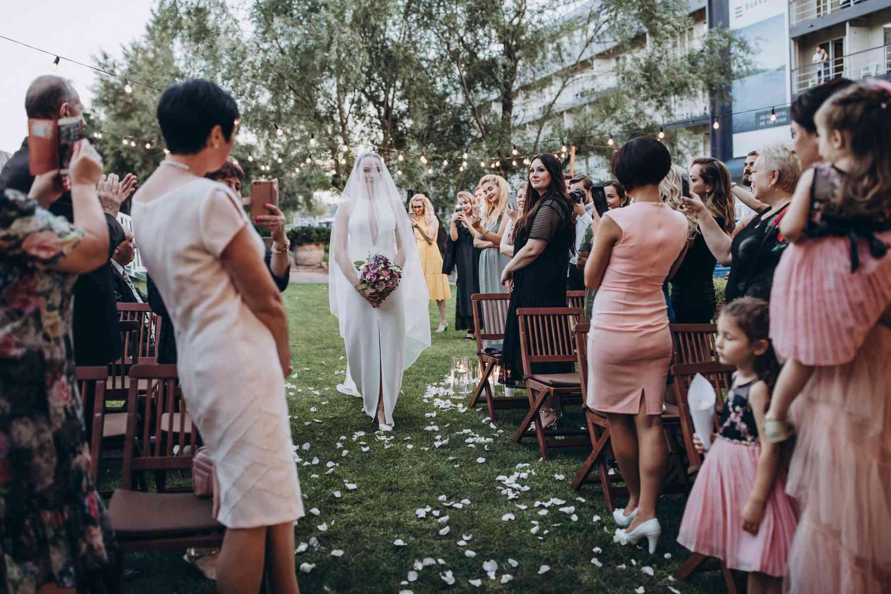 появление невесты, церемония, в фате