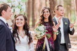 молодожены и свидетели на свадьбе