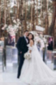 Свадьба в Киве, арка из зеркальных колонн, свадебная церемони, декор в стиле модерн, букет невесты