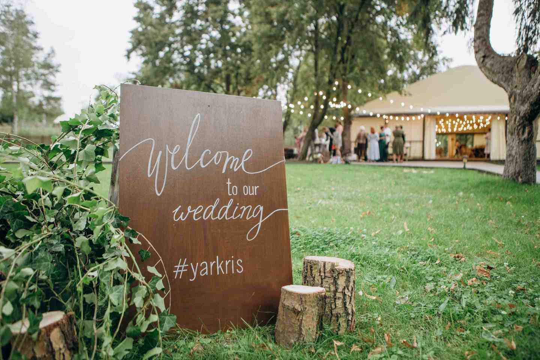 велкам табличка на свадьбе