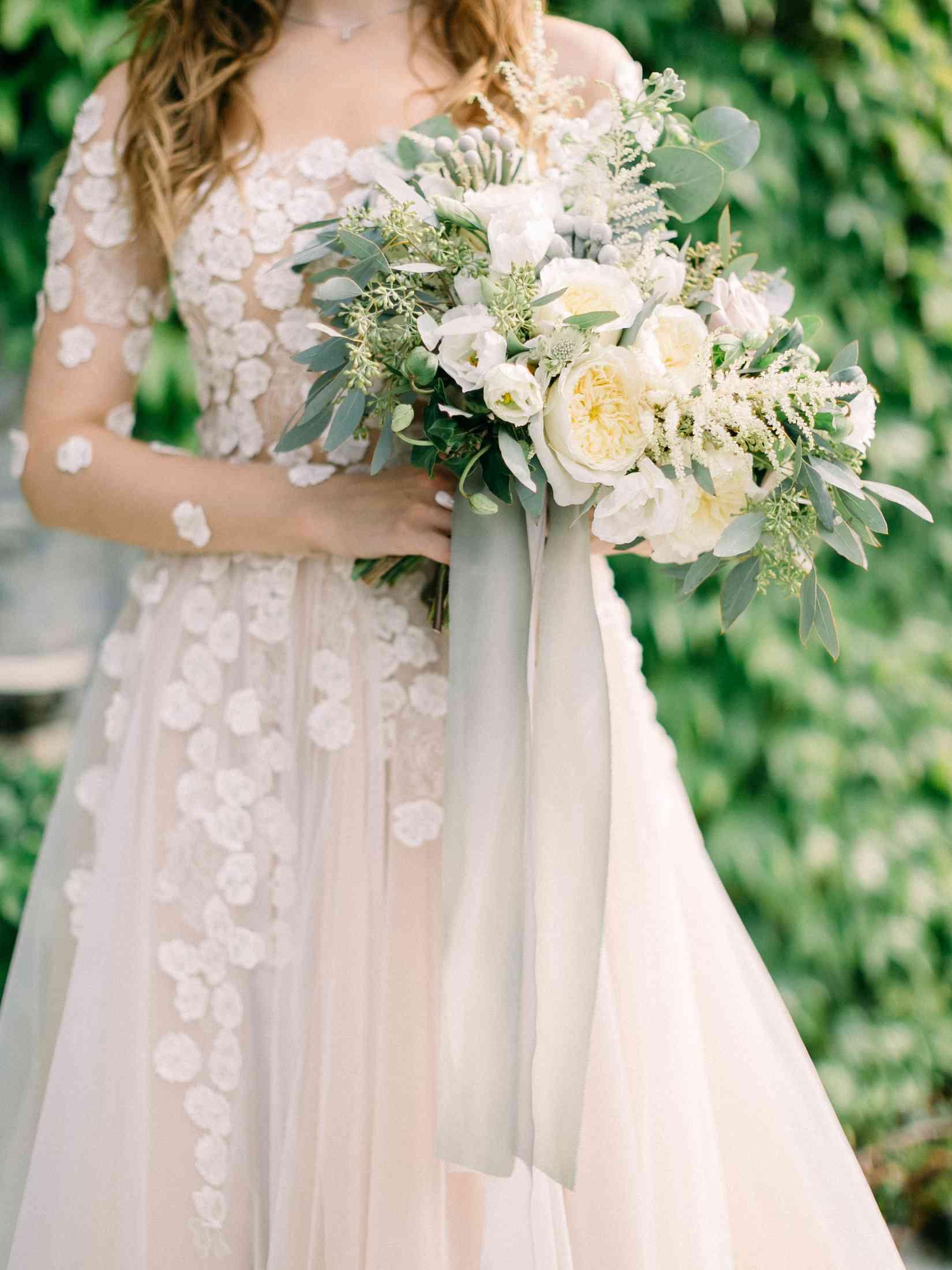 детали образа невесты, платье, букет