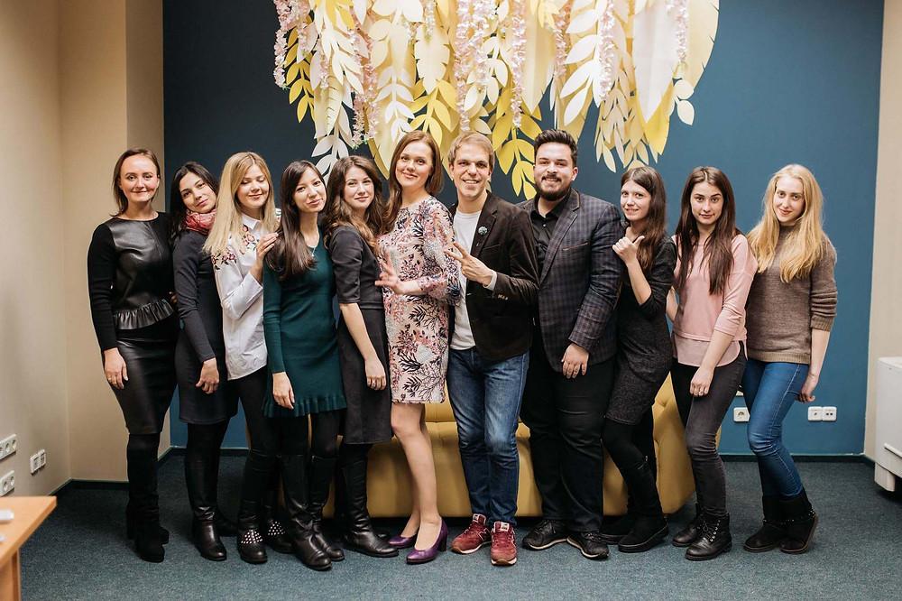 Общее фото, групповое фото учениц и преподавателей школы свадебных координаторов от свадебного агентства MUZA-wedding, Киев, организация свадьбы, координация свадьбы
