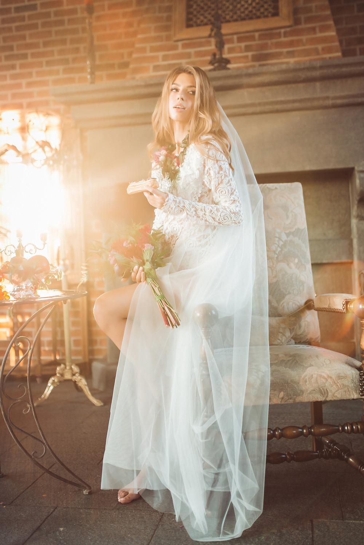Нежный солнечный образ невесты, утро невесты, будуарная съемка